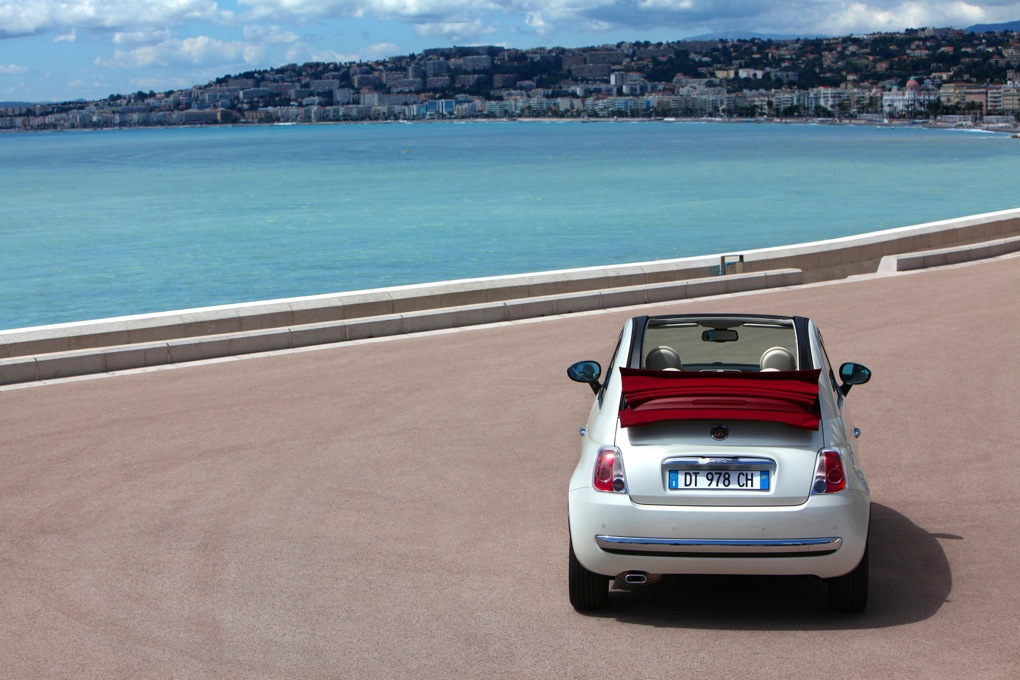FOTO: Fiat 500 C si Grande Punto Evo, atractiile de la standul Fiat