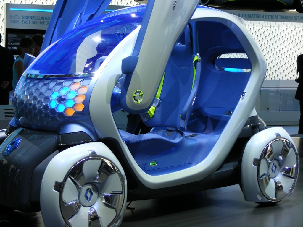 FOTO: Renault are patru masini electrice la Frankfurt, iar una dintre ele, Fluence, vine si in Romania