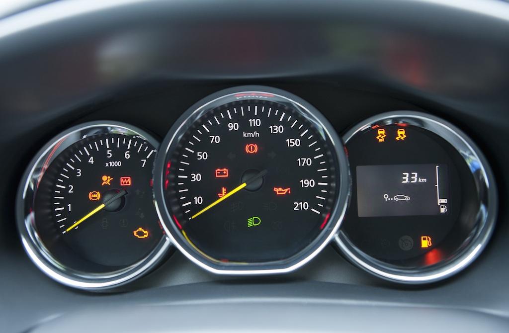 Dacia Logan 10 ani, editie limitata la 2.000 unitati. Are aer automat si comenzi geamuri pe usi
