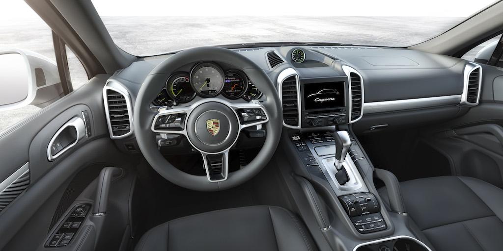 VIDEO, FOTO: Porsche Cayenne restilizat primeste si o versiune reincarcabila la priza
