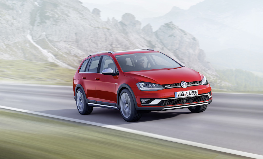 FOTO: Volkswagen Golf Alltrack aduce accente de SUV in gama Golf