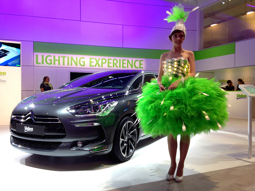 FOTO: Fetele de la Salonul Auto de la Paris 2014