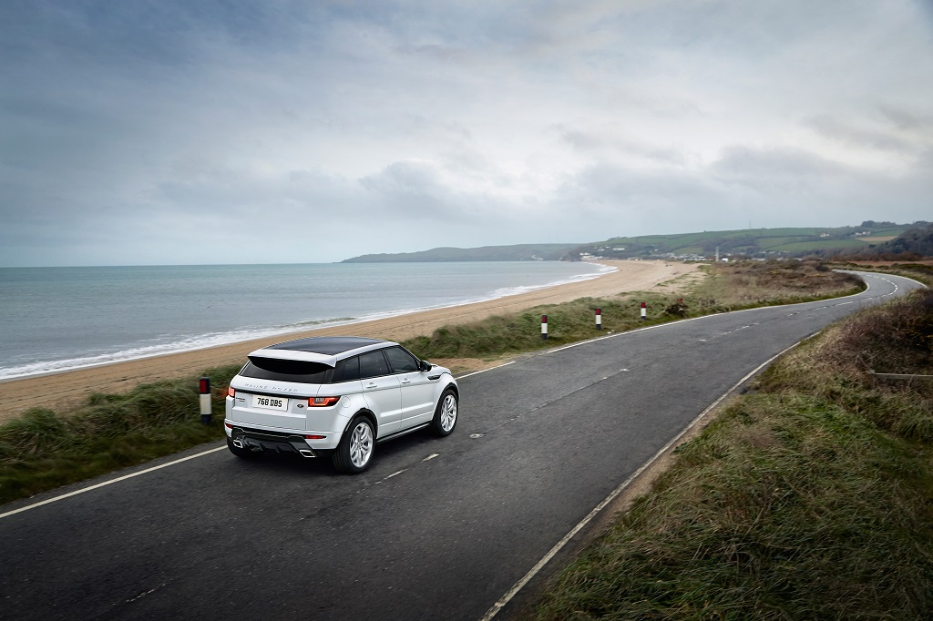 FOTO: Range Rover va prezenta la Geneva versiunea restilizata a SUV-ului Evoque