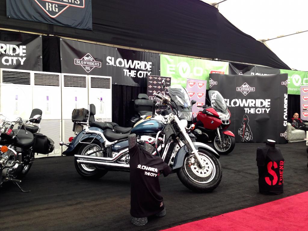 FOTO: Salonul Auto Moto 2015 – multe masini de showroom la un loc, automobile clasice, motociclete si accesorii