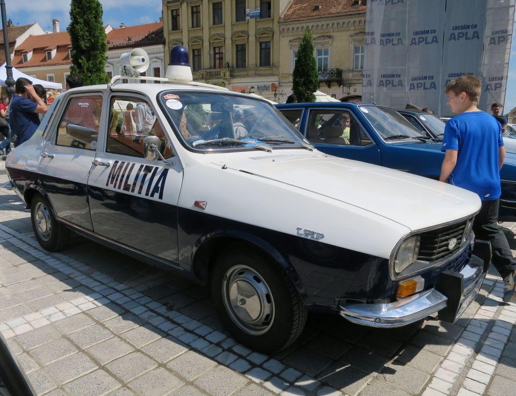 "FOTO: Dacia Clasic 2015 – Povesti despre oameni pasionati, masini de cursa lunga si ""revenirea"" Militiei"