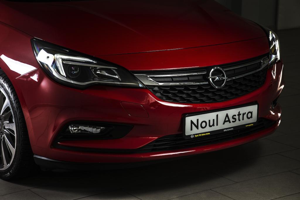 Noul Opel Astra porneste de la 15.600 euro cu TVA in Romania
