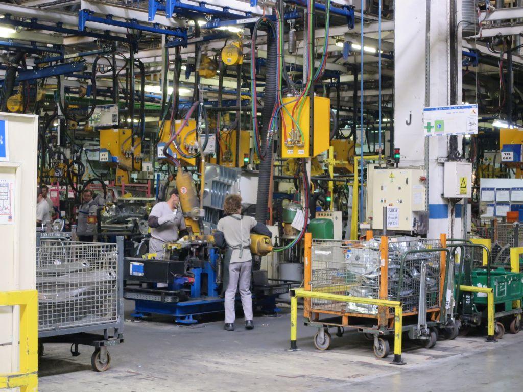 VIDEO, FOTO: Uzina Dacia se transforma odata cu inmultirea robotilor. Ce se schimba si la ce trebuie sa se astepte angajatii