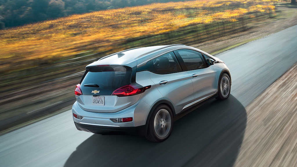 VIDEO, FOTO: Chevrolet Bolt este 100% electric si parcurge pana la 320 km. Un derivat Opel este asteptat pe final de 2016