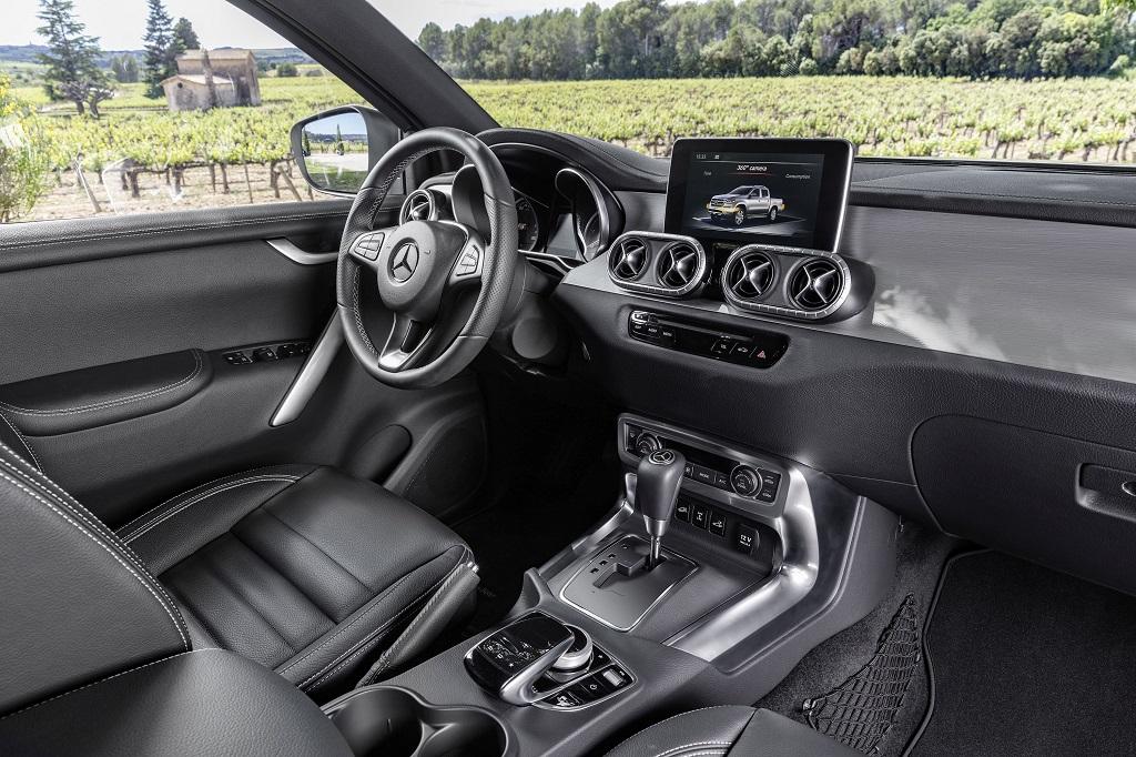 """FOTO: Mercedes-Benz intra pe piata camionetelor cu Clasa X care se vrea a fi un vehicul premium de familie, nu doar un """"cal de povara"""""""